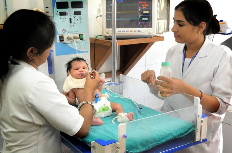 India-Baby-fed-1200-810x534