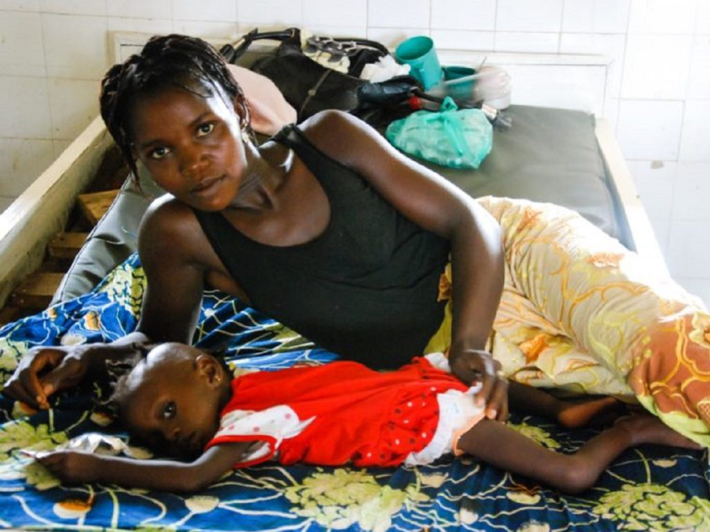 Teneh Quee and her two year old daughter Mata. Mata has pneumonia and diarrhea.